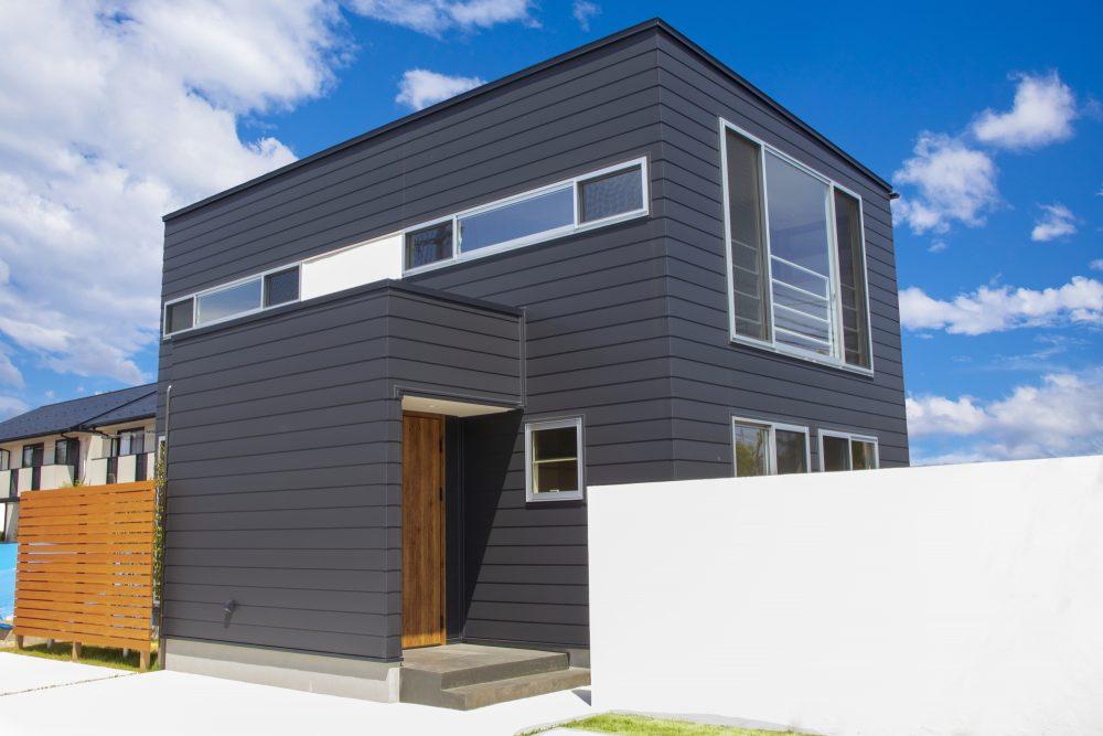 大切な住宅の寿命を延ばすために定期的な外壁塗装を
