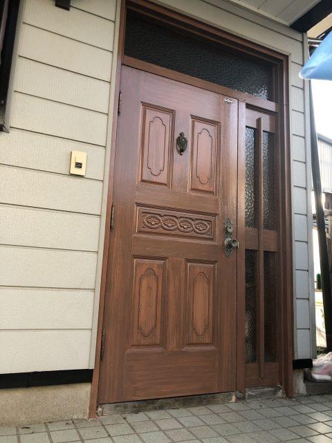 玄関扉を綺麗にしたい<築年40年 木更津市 玄関扉アンティーク塗装>サムネイル